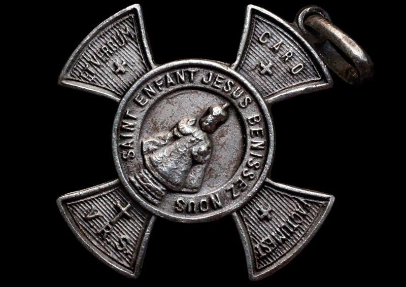 médaille enfant jesus de prague